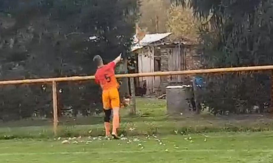 Խորվաթ ֆուտբոլիստը նետել է հավին և կարմիր քարտ ստացել
