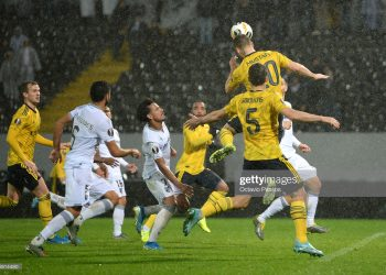 GUIMARAES, PORTUGAL - NOVEMBER 06: Shkodran Mustafi of Arsenal scores his team's first goal  during the UEFA Europa League group F match between Vitoria Guimaraes and Arsenal FC at Estadio Dom Afonso Henriques on November 06, 2019 in Guimaraes, Portugal. (Photo by Octavio Passos/Getty Images)