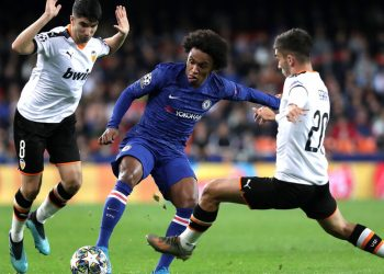 VALENCIA, SPAIN - NOVEMBER 27: Willian of Chelsea is challenged by Ferran Torres of Valencia during the UEFA Champions League group H match between Valencia CF and Chelsea FC at Estadio Mestalla on November 27, 2019 in Valencia, Spain. (Photo by Gonzalo Arroyo Moreno/Getty Images)