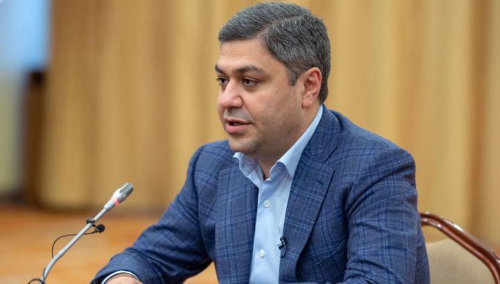 Արթուր Վանեցյան. ՀՖՖ-ն դատապարտում է Մխիթարյանին՝ ավագի թևկապից զրկելու վերաբերյալ՝ Մեսրոպ Առաքելյանի արած անհեթեթ հայտարարությունը