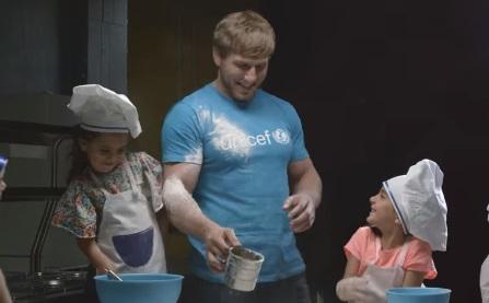 Արթուր Ալեքսանյանը երեխաների հետ «տորթ է թխել»