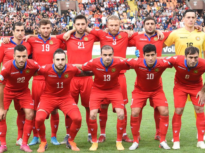 Աբրահամ Խաշմանյանը հավաքական է հրավիրել 24 ֆուտբոլիստների