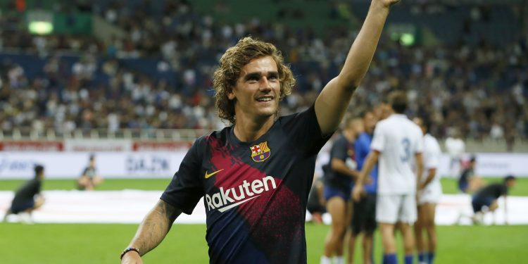 Barcelona's Antoine Griezmann waves to the crowd after the friendly soccer match between Chelsea and Barcelona in Saitama, Japan, Tuesday, July 23, 2019. (AP Photo/Shuji Kajiyama)