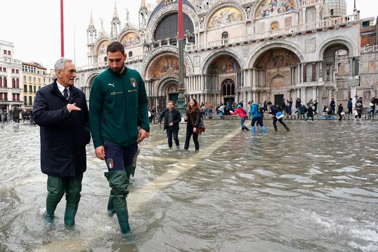Դոնարուման զբոսնել է հեղեղված Վենետիկում Իտալիայի ֆուտբոլի ֆեդերացիայի նախագահի հետ