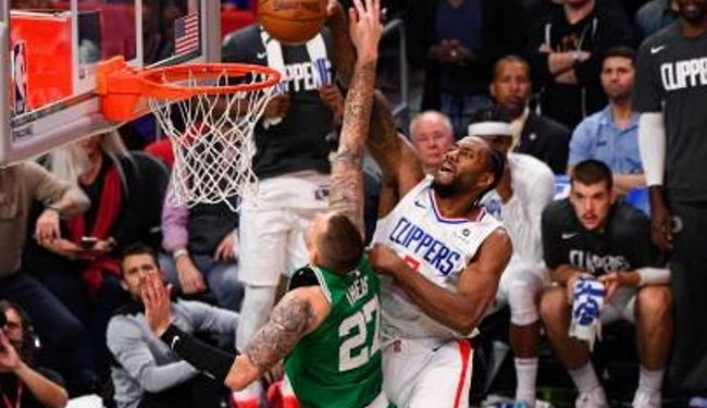 LOS ANGELES, CA - NOVEMBER 20: Los Angeles Clippers Forward Kawhi Leonard (2) goes up for a dunk over Boston Celtics Center Daniel Theis (27) during a NBA game between the Boston Celtics and the Los Angeles Clippers on November 20, 2019 at STAPLES Center in Los Angeles, CA. (Photo by Brian Rothmuller/Icon Sportswire via Getty Images)