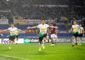ROME, ITALY - OCTOBER 24: Lars Stindl of Borussia Moenchengladbach celebrate after he scores his team's first goal during the UEFA Europa League - Group J match between AS Roma and Borussia Moenchengladbach at Stadio Olimpico on October 24, 2019 in Rome, Italy. (Photo by Christian Verheyen/Borussia Moenchengladbach via Getty Images)