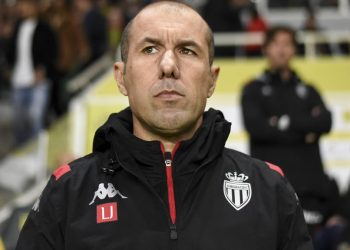 Monaco's Portuguese coach Leonardo Jardim looks on during the French L1 football match between FC Nantes and AS Monaco at the La Beaujoire Stadium in Nantes, western France on October 25, 2019. (Photo by Sebastien SALOM-GOMIS / AFP)