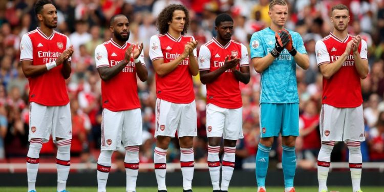 Arsenal's (left to right) Pierre-Emerick Aubameyang, Alexandre Lacazette, Matteo Guendouzi, Ainsley Maitland-Niles, Bernd Leno, Calum Chambers during a minute's applause for former player Jose Antonio Reyes, who died recently, before the Emirates Cup match at the Emirates Stadium, London.
