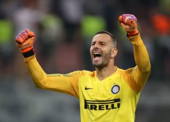 MILAN, ITALY - SEPTEMBER 18:  Samir Handanovic of Inter Milan celebrates his team's victory at full-time of the Group B match of the UEFA Champions League between FC Internazionale and Tottenham Hotspur at San Siro Stadium on September 18, 2018 in Milan, Italy.  (Photo by Dan Istitene/Getty Images)