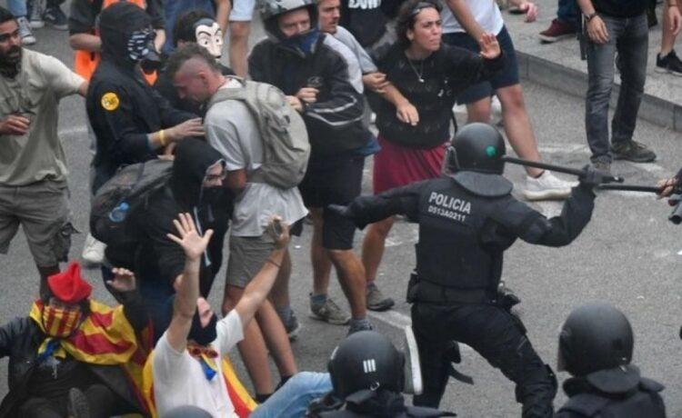 Էլ Կլասիկոյից հետո Կատալոնիայում բախումներ են տեղի ունեցել երկրպագուների և ոստիկանների միջև.  Արդյունքում տուժել են 46 կատալոնացիներ (🎥)