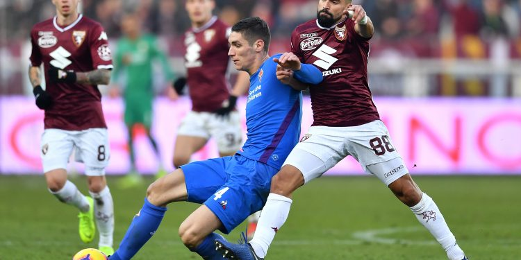 TURIN, ITALY - JANUARY 13:  Tomas Rincon (R) of Torino FC competes with Nikola Milenkovic of ACF Fiorentina during the Coppa Italia match between Torino FC and ACF Fiorentina at Olimpico Stadium on January 13, 2019 in Turin, Italy.  (Photo by Valerio Pennicino/Getty Images)