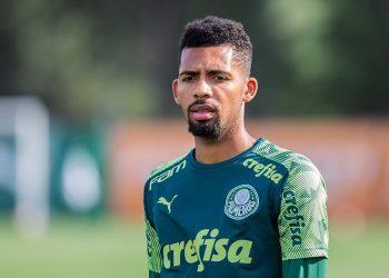 Jogador Matheus Fernandes durante treino da equipe do Palmeiras