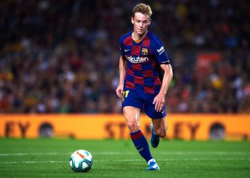 BARCELONA, SPAIN - SEPTEMBER 14: Frenkie De Jong of FC Barcelona conducts the ball during the La Liga match between FC Barcelona and Valencia CF at Camp Nou on September 14, 2019 in Barcelona, Spain. (Photo by Alex Caparros/Getty Images)