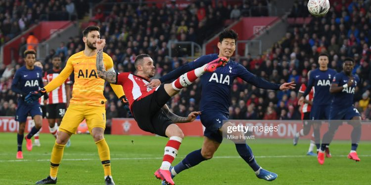 SOUTHAMPTON, ENGLAND - JANUARY 25: Danny Ings of Southampton has an effort during the FA Cup Fourth Round match between Southampton FC and Tottenham Hotspur at St. Mary's Stadium on January 25, 2020 in Southampton, England. (Photo by Mike Hewitt/Getty Images)