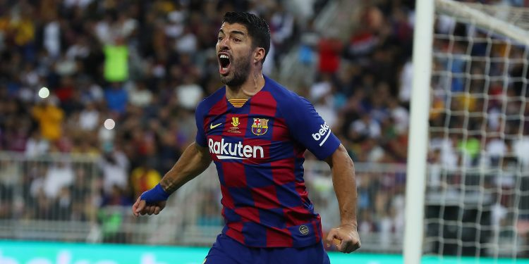 JEDDAH, SAUDI ARABIA - JANUARY 09: Luis Suarez of Barcelona reacts to a referee's decision during the Supercopa de Espana Semi-Final match between FC Barcelona and Club Atletico de Madrid at King Abdullah Sports City on January 09, 2020 in Jeddah, Saudi Arabia. (Photo by Francois Nel/Getty Images)