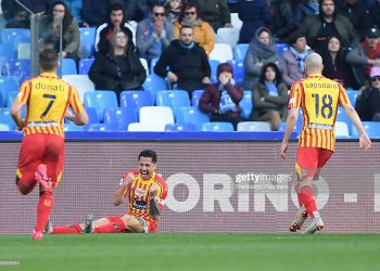 NAPLES, ITALY - FEBRUARY 09: Giulio Donati, Gianluca Lapadula and Riccardo Saponara of US Lecce celebrate the 1-2 goal scored by Gianluca Lapadula during the Serie A match between SSC Napoli and  US Lecce at Stadio San Paolo on February 09, 2020 in Naples, Italy. (Photo by Francesco Pecoraro/Getty Images)