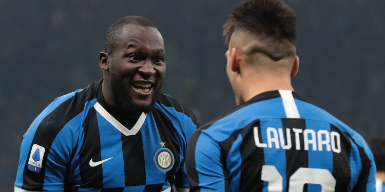 MILAN, ITALY - JANUARY 11:  Lautaro Martinez of FC Internazionale celebrates with his team-mate Romelu Lukaku (L) after scoring the opening goal during the Serie A match between FC Internazionale and Atalanta BC at Stadio Giuseppe Meazza on January 11, 2020 in Milan, Italy.  (Photo by Emilio Andreoli/Getty Images)