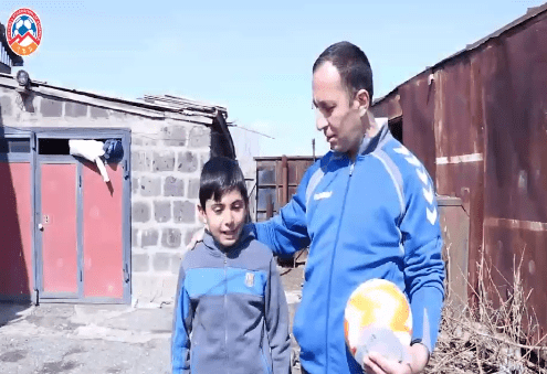 ՀՖՖ-ն Շիրակի մարզի սահմանամերձ համայնքների պատանի ֆուտբոլիստներին գնդակներ և ուսուցողական վիդեոձեռնարկներ է նվիրել