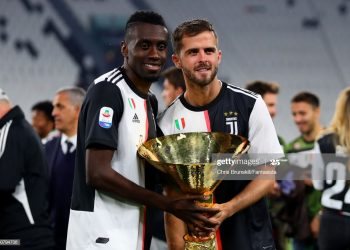 TURIN, ITALY - MAY 19: Blaise Matuidi (L) and Miralem Pjanic of Juventus pose with the Serie A trophy alongside his family following the Serie A match between Juventus and Atalanta BC at Allianz Stadium on May 19, 2019 in Turin, Italy. (Photo by Chris Brunskill/Fantasista/Getty Images)