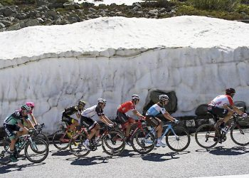 A breakaway group with later winner Soren Kragh Andersen from Denmark of Team Sunweb, fourth from left, climbs up Furka pass during the 6th stage, a 186 km race from Fiesch to Gommiswald, Switzerland, at the 82. Tour de Suisse UCI ProTour cycling race, on Thursday, June 14, 2018. (KEYSTONE/Gian Ehrenzeller)