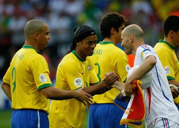FRANKFURT, GERMANY - JULY 01:  Zinedine Zidane of France shakes hands with Ronaldinho and Ronaldo of Brazil during the FIFA World Cup Germany 2006 Quarter-final match between Brazil and France at the Stadium Frankfurt on July 1, 2006 in Frankfurt, Germany.  (Photo by Stuart Franklin/Bongarts/Getty Images)