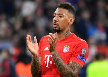 Applause, gesture, action, single image, single cut motive, half figure, half figure. Jerome BOATENG (Bayern Munich) gossip. FC Bayern Munich -Tottenham Hotspur 3-1, Soccer Champions League, Group B, Group stage, 6.matchday, 11/12/2019. ALLIANZAREN A. DFL REGULATION PROHIBIT ANY USE OF PHOTOGRAPHS AS IMAGE SEQUENCES AND / OR QUASI VIDEO. | usage worldwide