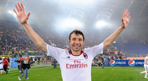 ROME, ITALY - MAY 07:  Mark Van Bommel of Milan celebrates the victory after the Serie A match between AS Roma and AC Milan at Stadio Olimpico on May 7, 2011 in Rome, Italy.  (Photo by Giuseppe Bellini/Getty Images)
