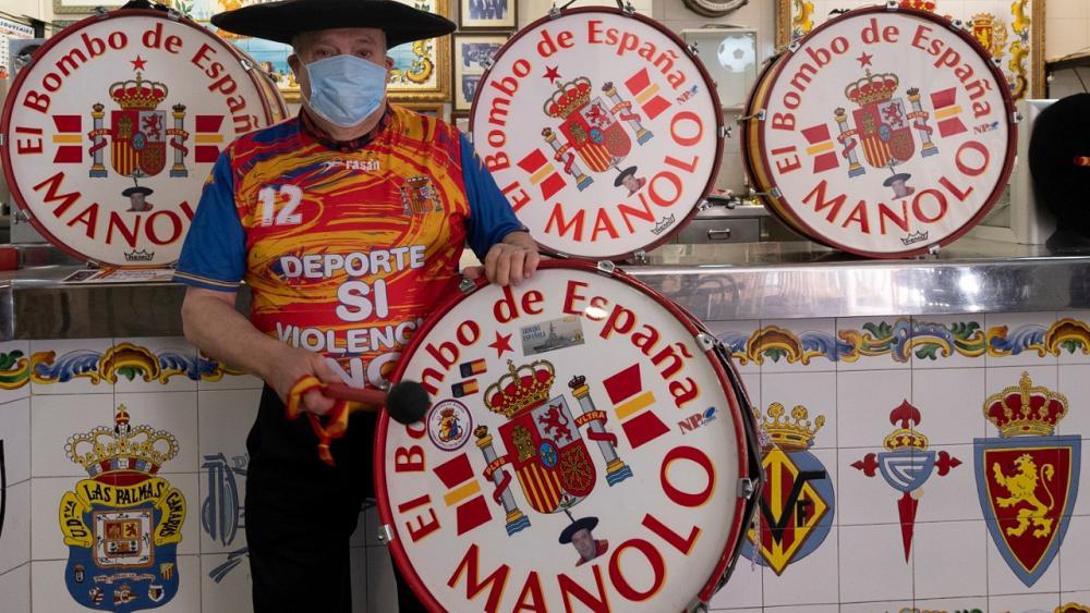 Հանրահայտ ֆուտբոլային երկրպագու Մանոլոն պատրաստ է վաճառել իր թմբուկները