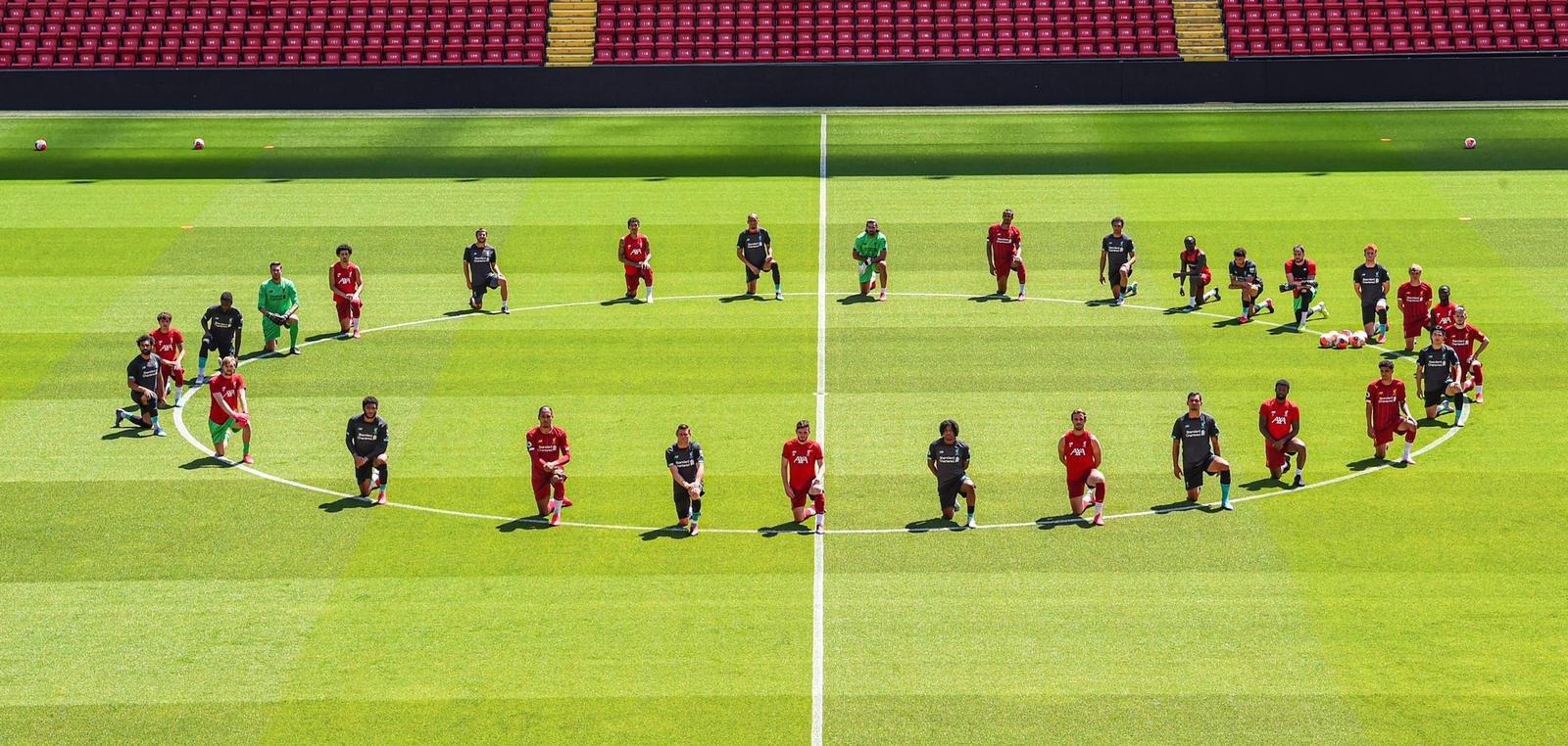 Ի հիշատակ Ջորջ Ֆլոյդի․ Լիվերպուլի ֆուտբոլիստները մարզման ընթացքում ծնկի իջան (լուսանկար)