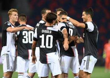 Soccer Football - Serie A - Bologna v Juventus - Stadio Renato Dall'Ara, Bologna, Italy - June 22, 2020   Juventus' Paulo Dybala celebrates scoring their second goal with teammates, as play resumes behind closed doors following the outbreak of the coronavirus disease (COVID-19)   REUTERS/Jennifer Lorenzini
