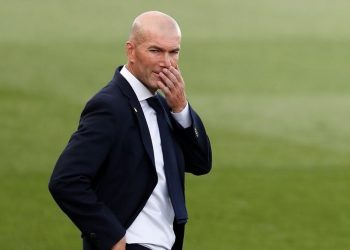 FILE PHOTO: Soccer Football - La Liga Santander - Real Madrid v Eibar - Alfredo Di Stefano Stadium, Madrid, Spain - June 14, 2020   Real Madrid coach Zinedine Zidane during the match, as play resumes behind closed doors following the outbreak of the coronavirus disease (COVID-19)   REUTERS/Susana Vera