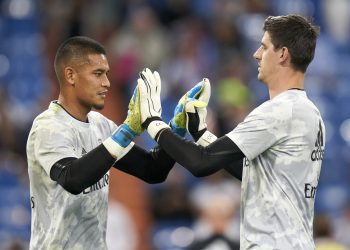 MADRID, SPAIN - SEPTEMBER 25: Areola and Thibaut Courtois of Real Madrid CF salute each other prior the game during the Liga match between Real Madrid CF and CA Osasuna at Estadio Santiago Bernabeu on September 25, 2019 in Madrid, Spain. (Photo by Quality Sport Images/Getty Images)