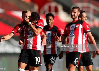 SOUTHAMPTON, ENGLAND - JULY 05: Che Adams of Southampton celebrates after scoring his team's first goal during the Premier League match between Southampton FC and Manchester City at St Mary's Stadium on July 05, 2020 in Southampton, England. Football Stadiums around Europe remain empty due to the Coronavirus Pandemic as Government social distancing laws prohibit fans inside venues resulting in games being played behind closed doors. (Photo by Frank Augstein/Pool via Getty Images)
