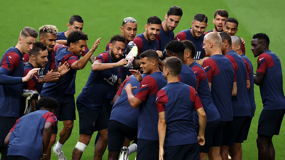 LISBON, PORTUGAL - AUGUST 11: PSG players are seen during the PSG Training Session ahead of the UEFA Champions League Quarter Final match between Atalanta and PSG at Estadio do Sport Lisboa e Benfica on August 11, 2020 in Lisbon, Portugal. (Photo by Rafael Marchante/Pool via Getty Images)