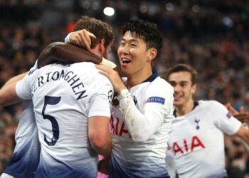 LONDON, ENGLAND - FEBRUARY 13: Jan Vertonghen of Tottenham celebrates scoring to make it 2-0 with Son Heung-Min during the UEFA Champions League Round of 16 First Leg match between Tottenham Hotspur and Borussia Dortmund at Wembley Stadium on February 13, 2019 in London, England. (Photo by Catherine Ivill/Getty Images)