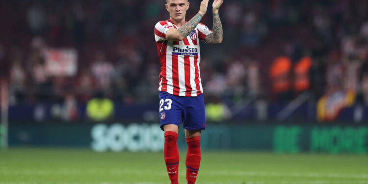 MADRID, SPAIN - SEPTEMBER 28: Kieran Trippier of Atletico Madrid thanks the fans after the Liga match between Club Atletico de Madrid and Real Madrid CF at Wanda Metropolitano on September 28, 2019 in Madrid, Spain. (Photo by Angel Martinez/Getty Images)