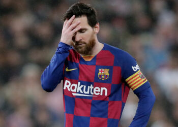MADRID, SPAIN - MARCH 1: Lionel Messi of FC Barcelona disappointed  during the La Liga Santander  match between Real Madrid v FC Barcelona at the Santiago Bernabeu on March 1, 2020 in Madrid Spain (Photo by David S. Bustamante/Soccrates/Getty Images)