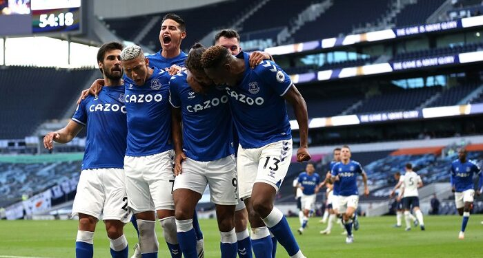 LONDON, ENGLAND - SEPTEMBER 13: Dominic Calvert-Lewin of Everton celebrates with team mates after scoring his sides first goal  during the Premier League match between Tottenham Hotspur and Everton at Tottenham Hotspur Stadium on September 13, 2020 in London, England. (Photo by Alex Pantling/Getty Images)