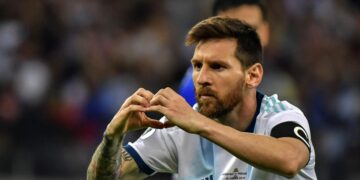 Argentina's Lionel Messi gestures as he celebrates after scoring a penalty against Paraguay which was awarded by the VAR after a hand in the area during their Copa America football tournament group match at the Mineirao Stadium in Belo Horizonte, Brazil, on June 19, 2019. (Photo by Luis ACOSTA / AFP)