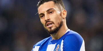 PORTO, PORTUGAL - JANUARY 17: Alex Telles of FC Porto reacts during the Liga Nos match between FC Porto and SC Braga at Estadio do Dragao on January 17, 2020 in Porto, Portugal. (Photo by Quality Sport Images/Getty Images)