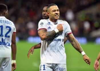 Lyon's forwards Menphis Depay celebrates after scoring a goal during the French L1 football match, Toulouse vs Lyon, on November 2, 2019 at the Municipal stadium in Toulouse southern France. (Photo by REMY GABALDA / AFP) (Photo by REMY GABALDA/AFP via Getty Images)