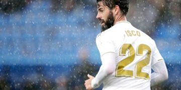 VITORIA GASTEIZ, SPAIN - NOVEMBER 30: Isco of Real Madrid  during the La Liga Santander  match between Deportivo Alaves v Real Madrid at the Estadio de Mendizorroza on November 30, 2019 in Vitoria Gasteiz Spain (Photo by David S. Bustamante/Soccrates/Getty Images)