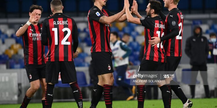 AC Milan's Swedish forward Zlatan Ibrahimovic (C) celebrates with AC Milan's Turkish midfielder Hakan Calhanoglu and teammates after scoring  his second goal during the Italian serie A football match Napoli vs AC Milan on November 22, 2020 at the San Paolo stadium in Naples. (Photo by ANDREAS SOLARO / AFP) (Photo by ANDREAS SOLARO/AFP via Getty Images)