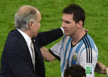 Argentina's coach Alejandro Sabella (L) celebrates with forward and captain Lionel Messi at the end of the Group F football match between Argentina and Bosnia Hercegovina at the Maracana Stadium in Rio De Janeiro during the 2014 FIFA World Cup on June 15, 2014. Argentina won 2-1. AFP PHOTO / YASUYOSHI CHIBA