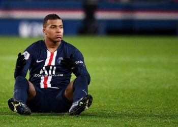 Paris Saint-Germain's French forward Kylian Mbappe reacts during the French L1 football match between Paris Saint-Germain (PSG) and Lille at the Parc des Princes stadium in Paris on November 22, 2019. (Photo by FRANCK FIFE / AFP)