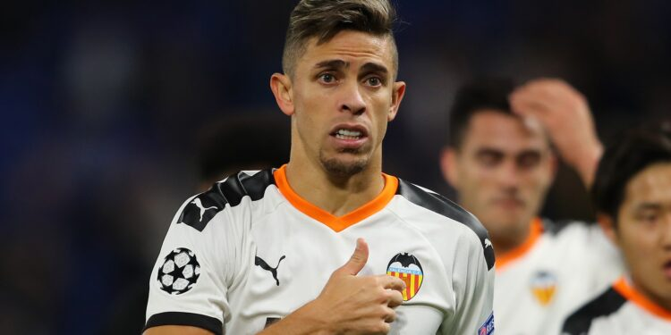 LONDON, ENGLAND - SEPTEMBER 17:  Gabriel Paulista of Valencia acknowledges the fans after the UEFA Champions League group H match between Chelsea FC and Valencia CF at Stamford Bridge on September 17, 2019 in London, United Kingdom. (Photo by Richard Heathcote/Getty Images)