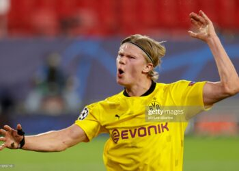 dpatop - 17 February 2021, Spain, Sevilla: Football: Champions League, knockout round, round of 16, first leg Sevilla FC - Borussia Dortmund at Estadio Ramon Sanchez Pizjuan. Erling Haaland of Dortmund celebrates after scoring the goal to make it 1:2. Photo: Daniel Gonzalez Acuna/dpa (Photo by Daniel Gonzalez Acuna/picture alliance via Getty Images)
