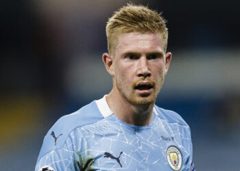 MANCHESTER, ENGLAND - AUGUST 07: Kevin De Bruyne of Manchester City walks in the field during the UEFA Champions League round of 16 second leg match between Manchester City and Real Madrid at Etihad Stadium on August 7, 2020 in Manchester, United Kingdom. (Photo by Ricardo Nogueira/Eurasia Sport Images/Getty Images)