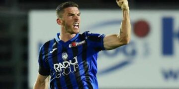 Atalanta's German defender Robin Gosens celebrates after scoring during the Italian Serie A football match Atalanta vs Lazio played on June 24, 2020 behind closed doors at the Atleti Azzurri d'Italia stadium in Bergamo, as the country eases its lockdown aimed at curbing the spread of the COVID-19 infection, caused by the novel coronavirus. (Photo by Miguel MEDINA / AFP) (Photo by MIGUEL MEDINA/AFP via Getty Images)