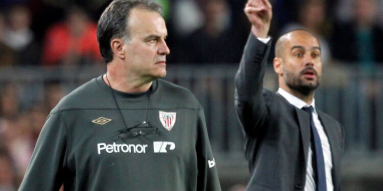 FILE PHOTO: Barcelona's coach Pep Guardiola (R) and Athletic Bilbao's coach Marcelo Bielsa react during their Spanish First division soccer league match at Camp Nou stadium in Barcelona, March 31, 2012. REUTERS/Albert Gea/File Photo